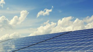 太陽光で電力を節電。オフグリッドで電力の自給自足生活