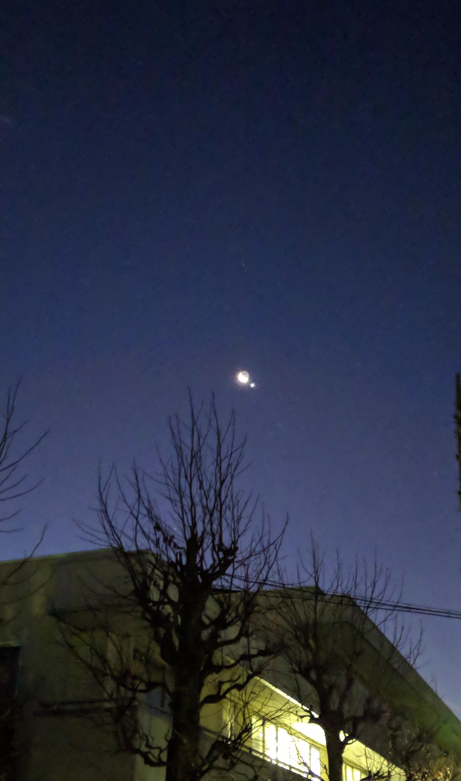 2019年1/2 早朝:月の横に明るい星が!金星らしい