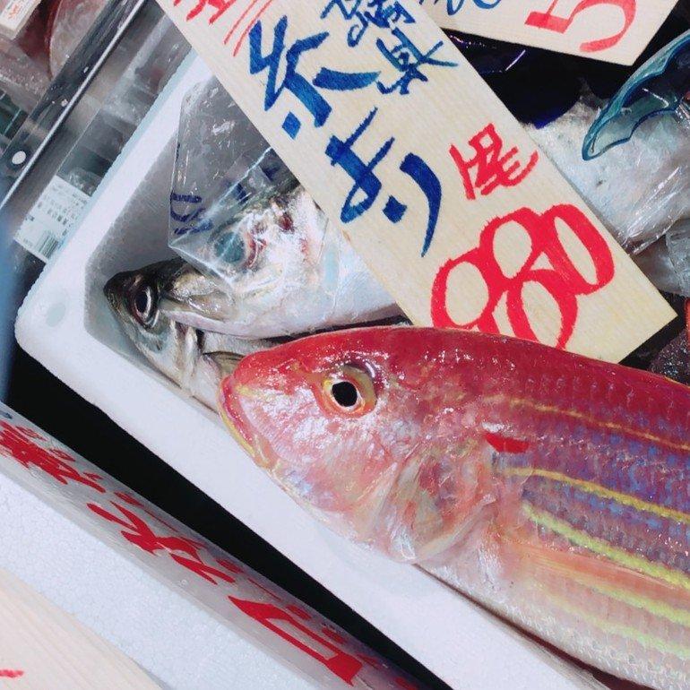 八百幸成城店の鮮魚コーナー1
