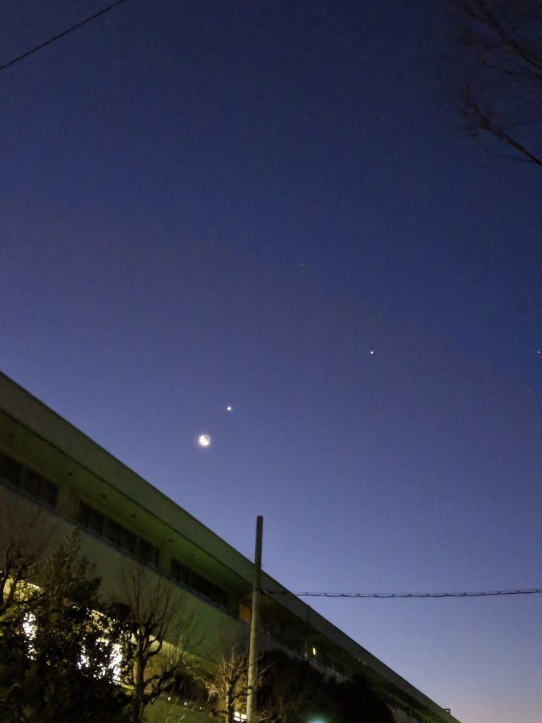 2019年2月1日早朝。東京都世田谷区喜多見の朝6:00頃の月