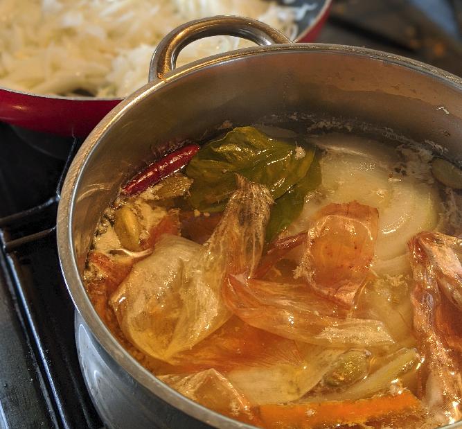 カレー制作 - スパイス入りブイヨンを作る